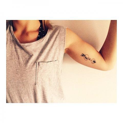 Bicep Arrow Tattoo Pomysły I Wzory Tatuaży Dla Kobiet