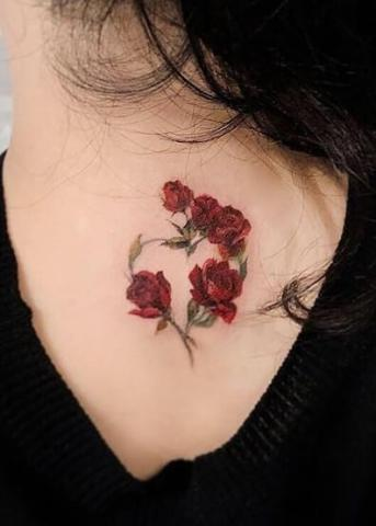 Czerwone różyczki tatuaże