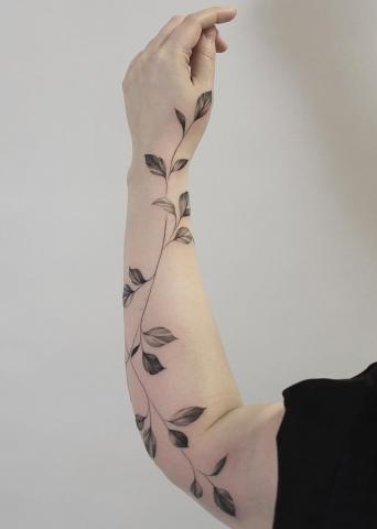 Gałązka na ręce tatuaż