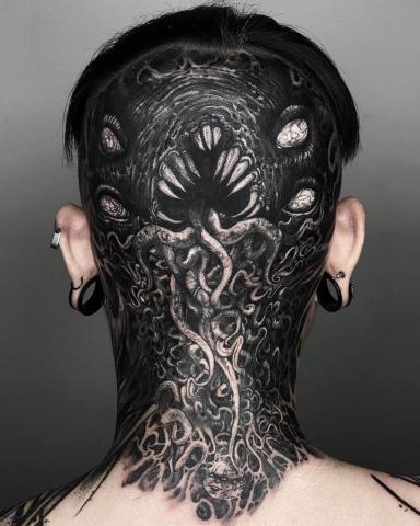 Głowa tatuaż