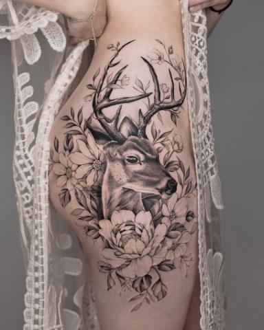 Jeleń z porożem tatuaż