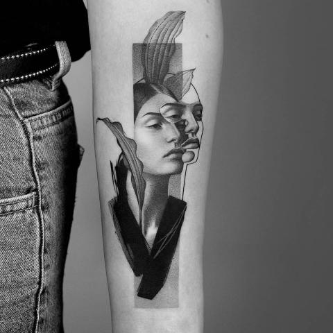 Kobieta portret ciekawy wzór tatuaż