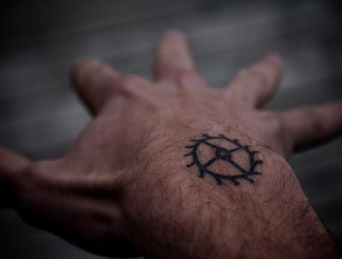 koło zębate tatuaż
