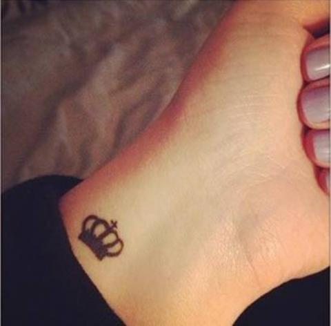 Korona Nadgarstek Tatuaże Pomysły I Wzory Tatuaży Dla