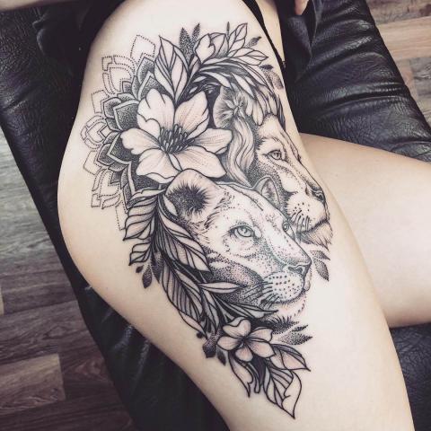 Lwy na biodrze tatuaż