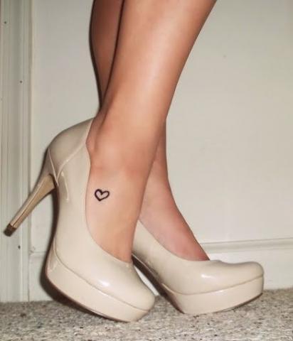 Małe Serce Tatuaż Na Kostce Pomysły I Wzory Tatuaży Dla Kobiet