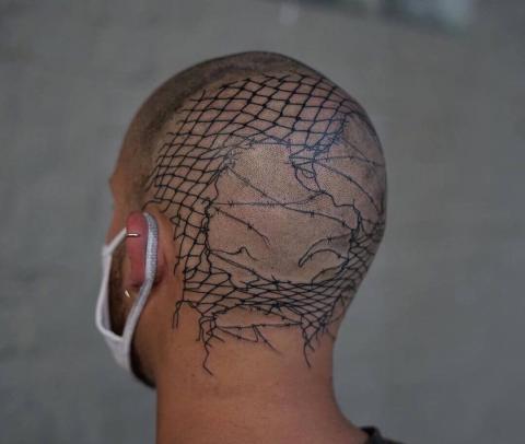 Męskie tatuaże na głowie