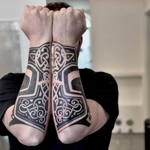 Męskie tatuaże przedramię