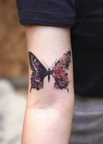 Piękny motyl tatuaż