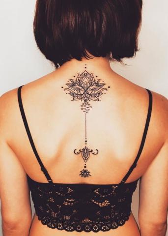 Plecy kobieta tatuaż
