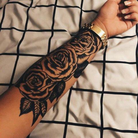 Róże Na Przedramieniu Pomysły I Wzory Tatuaży Dla Kobiet Mężczyzn