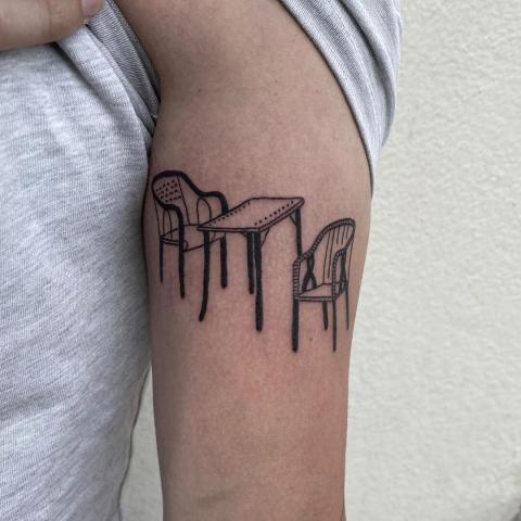 Siadajmy tatuaż