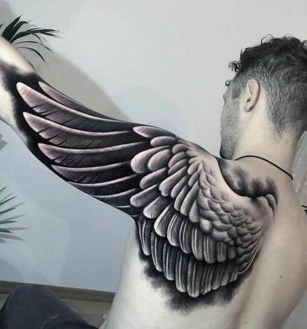 Skrzydło tatuaż