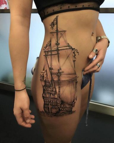 Statek tatuaż damski
