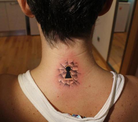 Tatuaże Na Szyi Pomysły I Wzory Tatuaży Dla Kobiet