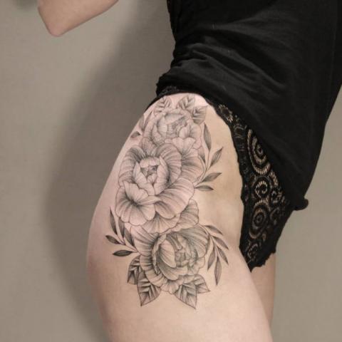 Tatuaż Biodro Udo Pomysły I Wzory Tatuaży Dla Kobiet