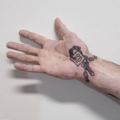 Tatuaż klucz nadgarstek