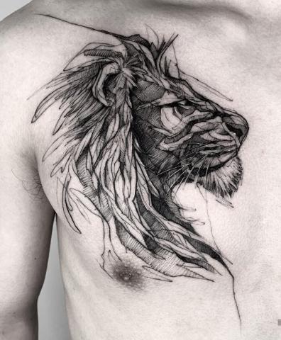 Tatuaż lew na klatce piersiowej