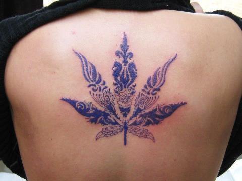 Tatuaż Lisc Marihuany Pomysły I Wzory Tatuaży Dla Kobiet