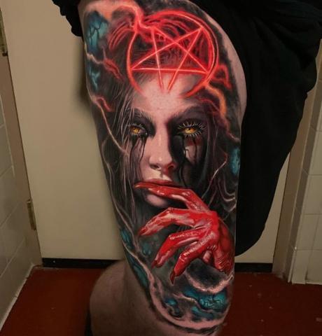 Tatuaż męski na udzie