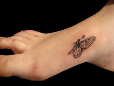 Tatuaż Motyl Na Stopie Pomysły I Wzory Tatuaży Dla Kobiet
