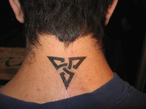 Tatuaż Na Karku Męski Pomysły I Wzory Tatuaży Dla Kobiet