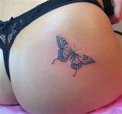 tatuaż na miednicy