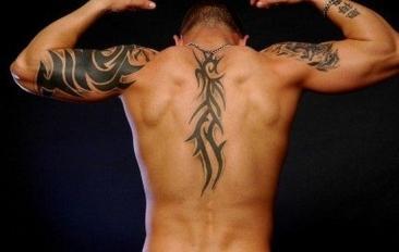Tatuaż Na Plecach Męski Pomysły I Wzory Tatuaży Dla Kobiet