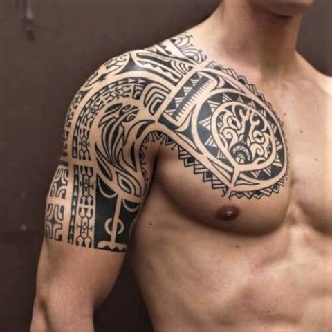 tatuaż obojczyk męski