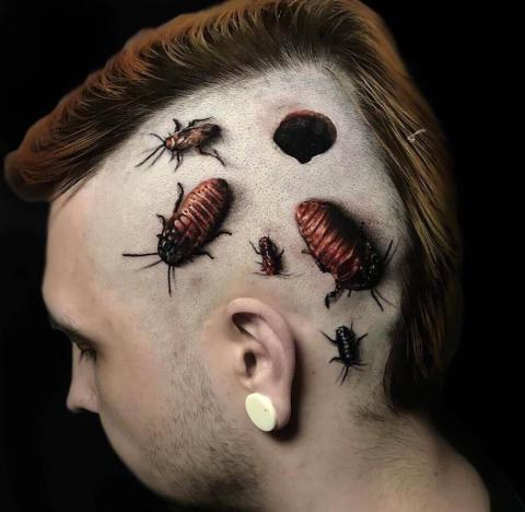 Tatuaż owady na głowie