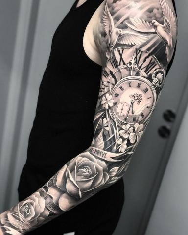Tatuaż rękaw męski z zegarem