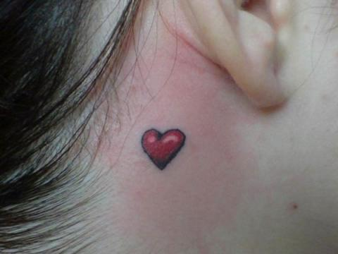 Tatuaż Serduszko Za Uchem Pomysły I Wzory Tatuaży Dla
