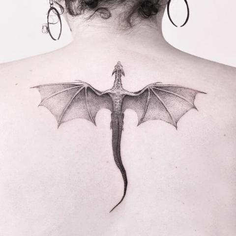Tatuaż skrzydlaty smok