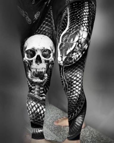 Tatuaż wąż i czaszka