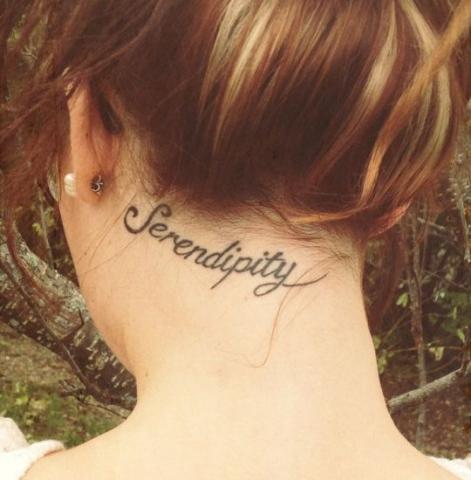 Tatuaże Damskie Na Karku Napisy Pomysły I Wzory Tatuaży