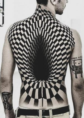 Tatuaże iluzja na plecach