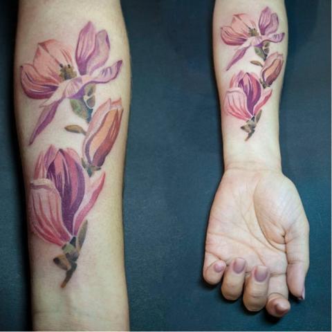 Tatuaże Kolorowe Kwiaty Pomysły I Wzory Tatuaży Dla Kobiet
