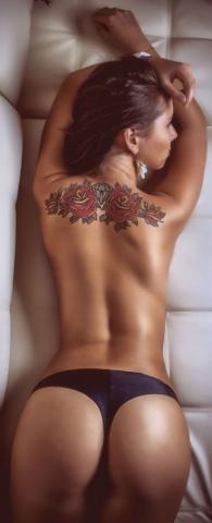 tatuaże kwiaty na plecach