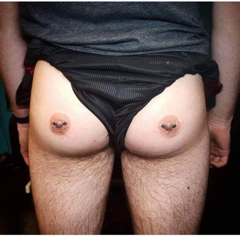 Tatuaże męskie na pośladkach