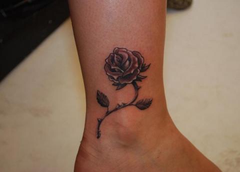 Tatuaże Róża Na Kostce Pomysły I Wzory Tatuaży Dla Kobiet