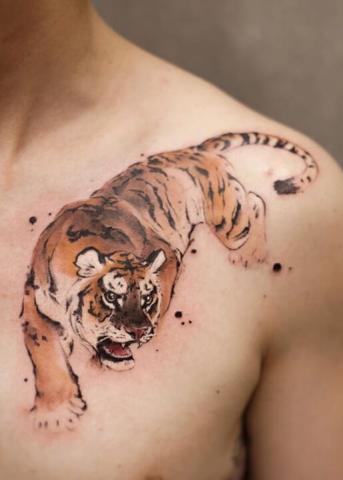 Tygrys na obojczyku tatuaż