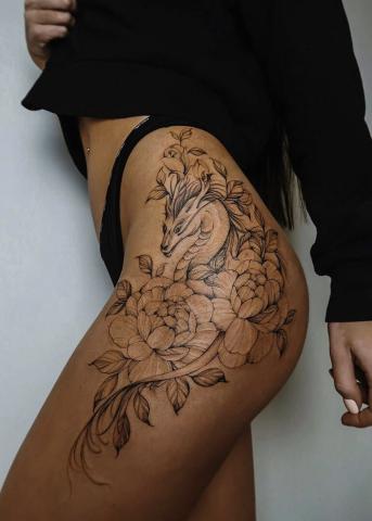 Udo tatuaże kobiety