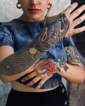 Damskie tatuaże na rękę