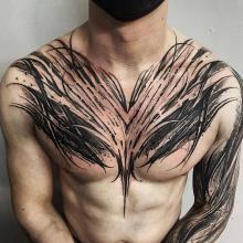 Męski tatuaż klata i ręka