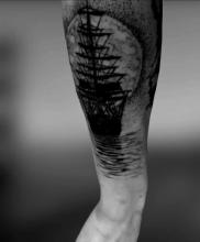 Statek męski tatuaż