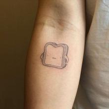 Tatuaż chleb na kanapkę