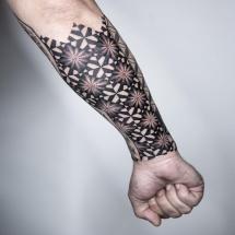 Symetryczny rękaw tatuaż