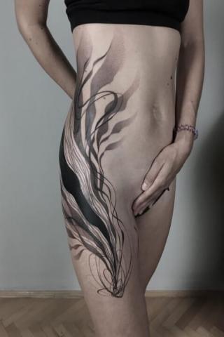 Biodro wzór tatuażu dla kobiet
