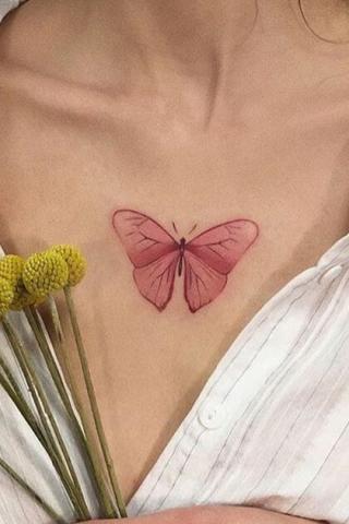 Czerwony motyl tatuaż