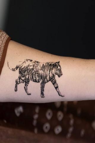 Damski tatuaż tygrys